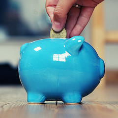 10 Ways College Students Can Save Money